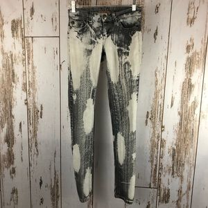 Watch L.A. Bleached Skinny Jeans, Size 1.  F73